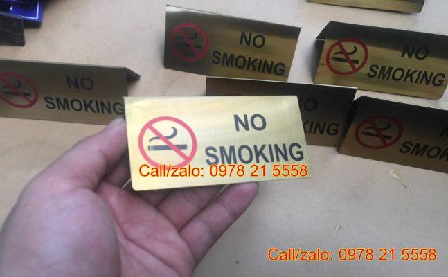 Biển no smoking để bàn chữ A